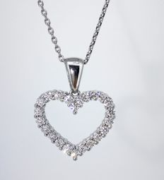 Heart pendant set with 0.50 ct diamonds in total, 14 kt white gold, 2.17 g