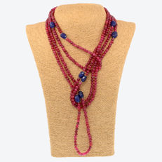 18k / 750 yellow gold necklace with rubies and sapphires - Length 235 cm.