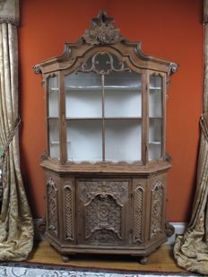 An exceptional very decorative Tyrolean pine display cabinet. Circa 1750
