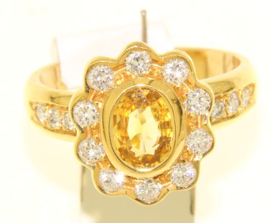 yellow golden Lady Di ring with diamonds and one large yellow sapphire ca.1,75 ct/ Diamonds Ca 0.64 Cts together