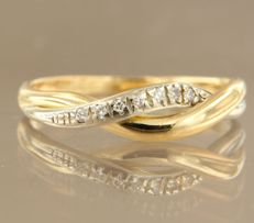18 kt bicolour gold ring set with 7 brilliant cut diamonds in total approx. 0.07 carat ring size 19 (58)