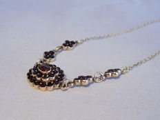 Victorian necklace with garnets in antique rose cut