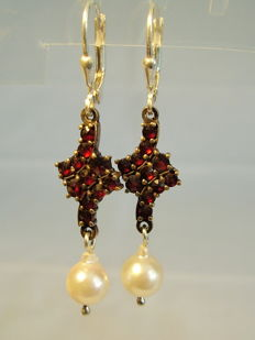 Earrings with rose-cut garnet and genuine white salt water pearls