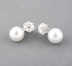 Earrings - 18 kt white gold - 14 brilliant-cut diamonds - Australian South Sea pearls - Maximum earring height: 21.75 mm