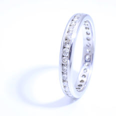 14 karat white gold eternity ring with diamond, 0.80 ct in total, ring size 18 mm