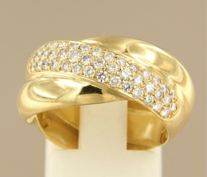 18 kt gold ring set with 43 brilliant cut diamonds of approx. 1.00 ct in total, ring size 17.25 (54)