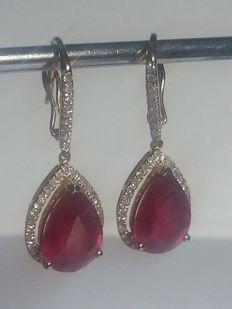 Yellow gold earrings with approx. 10 ct natural ruby ​​and diamonds.