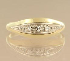 14 kt bi-colour gold ring set with 3 single cut diamonds, approx. 0.05 carat in total, ring size 18.5 (58)