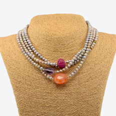 18k/750 yellow gold necklace with cultured pearls and assorted gemstones - Length: 171 cm.