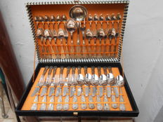 Silver plated cutlery for 12 people in box complete - 51 pieces - King motif