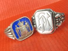2 antique silver rings, signet ring with enamel knights