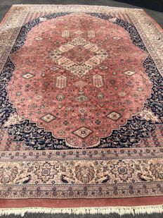 Oriental carpet from India - 100 % handwoven - in top condition - capital investment