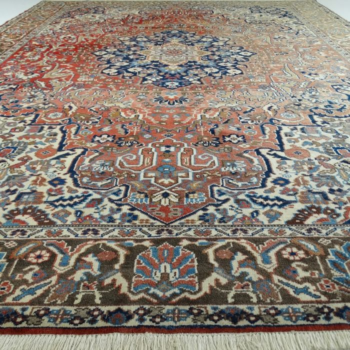 Heriz - Iran - 365 x 272 cm - large  and impressive Persian carpet - second half last century.