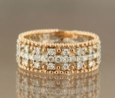 14 kt bicolour ring set with 61 brilliant cut diamonds, approx. 1.10 ct in total, ring size 17.25 (54)