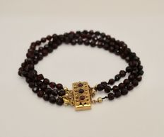 Bracelet with garnet and gold clasp