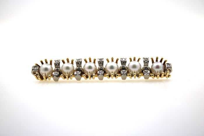 14kt antique brooch made of gold with Akoya pearls and 12 old cut diamonds 0.36 ct.