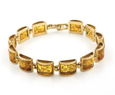 Bracelet with links in 18 kt yellow gold with amber. Bracelet width: 9.85 mm (approx.)
