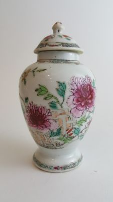 Famille Rose Jar and Cover - China - 18th century ( Qianlong period )