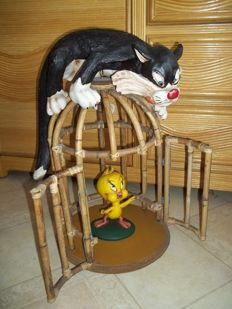 Tweety and Sylvester with cage - Height 52 cm - Weight app. 4 kilo.
