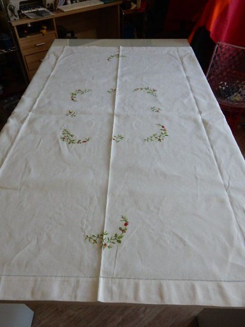 Beautiful large white square tablecloth in linen - beautiful floral decoration red and green - France