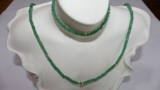 Set of ladies' necklace and bracelet in 18 kt/750 gold, with emeralds of 4 x 2 mm and gold separator beads in both pieces