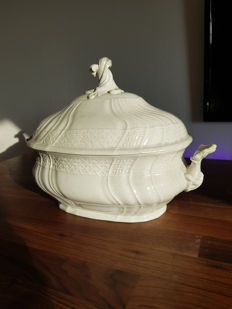 Large Meissen tureen, Baroque style 1st quality from 1920 ~ Large soup tureen ~.