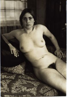 Gerhard Riebicke - Young woman naked in her home (Alice Flechtheim)