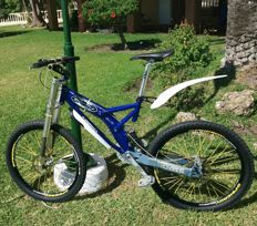 Speciliased Down Hill Mountain Bike - 2014