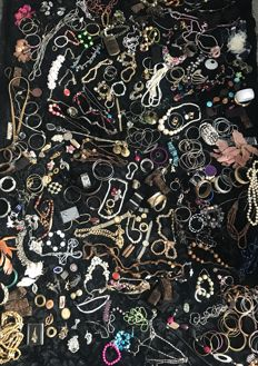 Estate clearance job lot jewellery necklaces bracelet watches gem stones