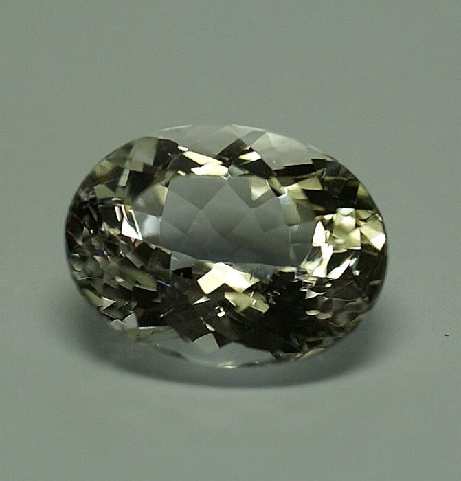 Danburite, colorless, 10,03 ct