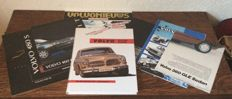 Volvo - Boek Die P120-Modelle and various brochures of Volvo models.