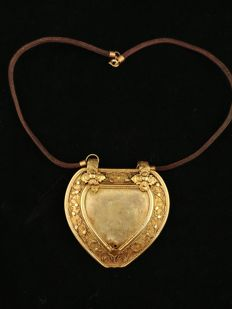 Antique heart-shaped 'cache-sexe' in gold-plated silver – Indonesia, late 1800s