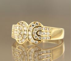 18 kt gold ring with 36 brilliant cut diamonds, approx. 0.72 carat in total – ring size 18 (56).