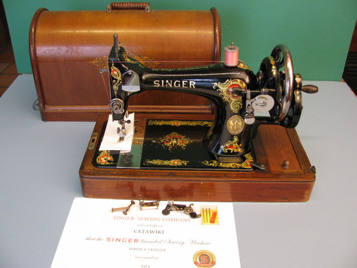 Singer 128K sewing machine complete with cover, 1913