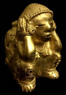 Tumbaga Gold , artifact , Colombian , Tairona  Culture ,  68 x 45 x 50  mm ,  86,61 grams ,   An indian native female farmer carrying an amphora
