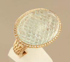 18 kt rose gold ring set with cabochon cut aquamarine in total approx. 30 ct and an entourage of brilliant cut diamonds