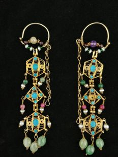 Antique gold-plated silver earrings with sapphire, emerald, turquoises, amethysts and rubies - Kyrgyzstan - Early 1900s