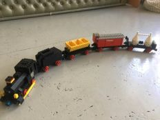 Train - 725-  12V Freight Train and Track