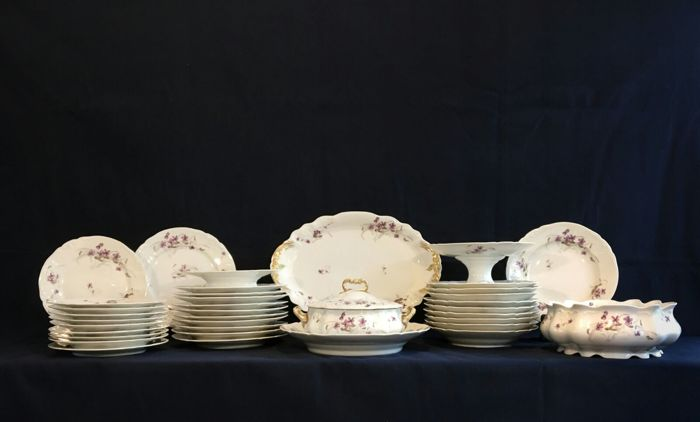 Valuable 10 people fine dining tableware set from Limoges France (36 x) & Valuable 10 people fine dining tableware set from Limoges France ...