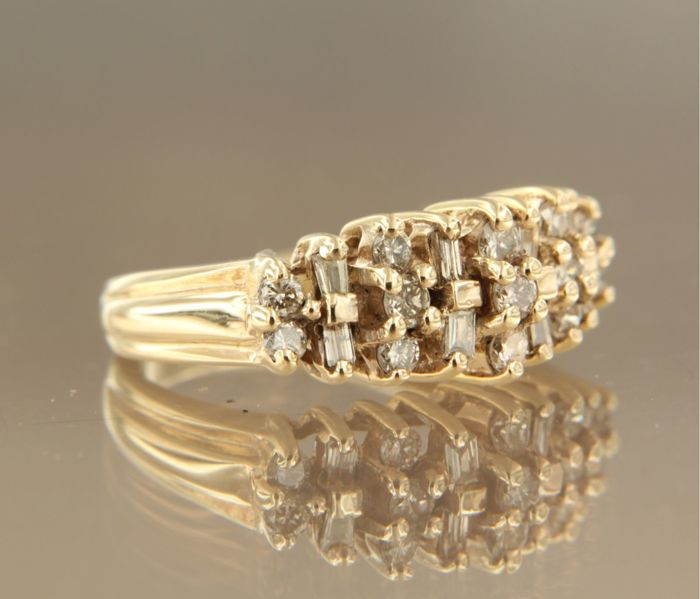 14 kt yellow gold ring set with baguette cut and brilliant cut diamonds, ring size 14.5 (45)