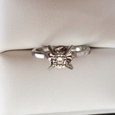Ring in 18 kt white gold with solitaire diamond of 0.15 ct - 19 mm