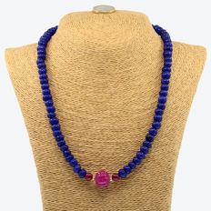 18k/750 yellow gold necklace with sapphires and rubies - Length 49 cm.