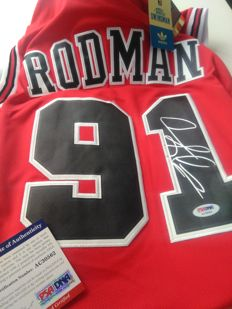 Dennis Rodman - Signed Chicago Bulls jersey with COA - PSA/DNA