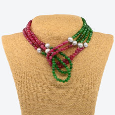 18k/750 yellow gold necklace with emeralds, rubies and cultured pearls - Length: 145 cm