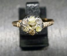 Gold ring with rose diamonds