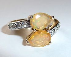 585/14 kt gold ring with two Ethiopian opal drops and approx. 0.40 ct Diamonds/brilliants.