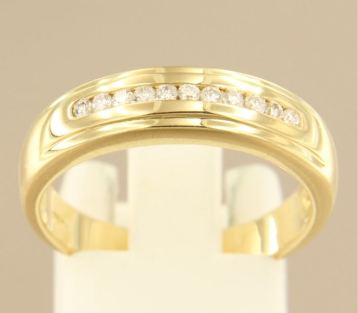 18 kt yellow gold ring set with 11 brilliant cut diamonds, approx. 0.18 carat in total, ring size 18 (56)