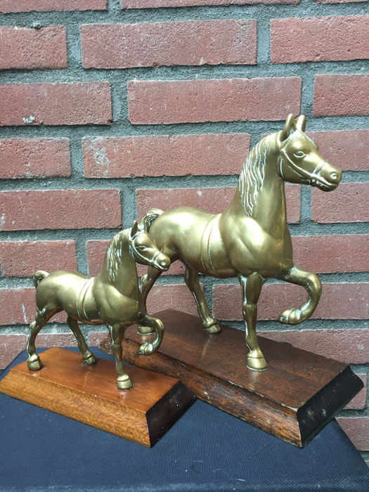 2 copper horse figurines