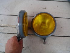 Two Bosch FOG LIGHTS with a diameter of 140 mm from the 1970s and 1980s.