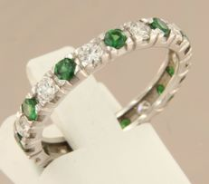 14 kt white gold full eternity ring set with brilliant cut tsavorite and diamond, approx. 0.67 carat in total - ring size 17.5 (55)
